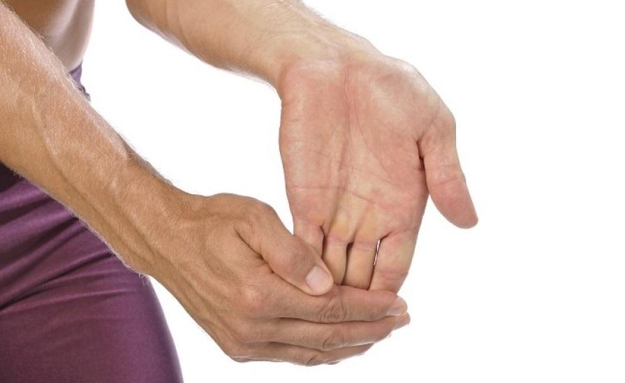 کشش انگشتان دست تمرینی برای جلوگیری از واریس دست
